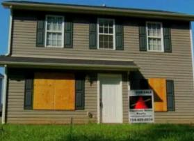 foreclosure-home-boarded-up