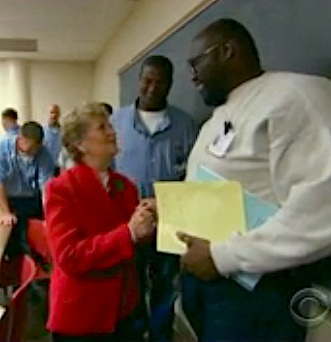 Granny counsels prisoners - CBS video