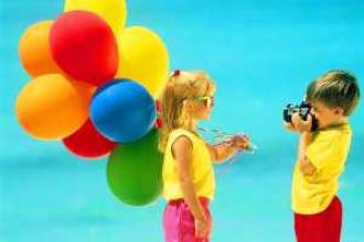girl-w-balloons-photographer