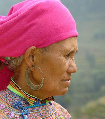 Asian Hmong woman-CC-Christophe Meneboeuf