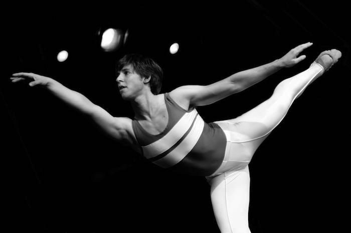 dancer practices ballet-Aeioux-CC-Flickr