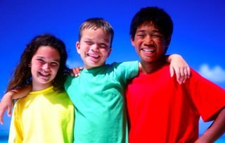 kids-multiracial-buddies-sun