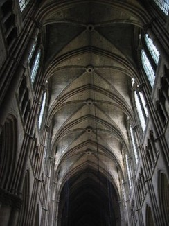 Reims_Cathedral-ribbed-vault-pointed-arch-CC-Magnus_Manske