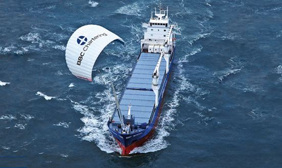skysails-cargo-ship-kite