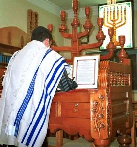jew-praying-in-iran.jpg