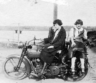 motorcycle-1924-w-ladies.jpg