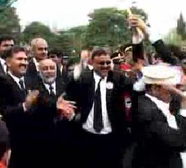 pakistan-lawyers-celebrate.jpg