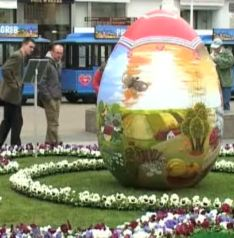 painted-giant-easter-eggs.jpg