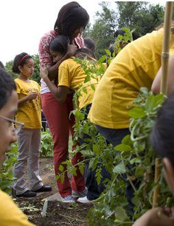 michelle-obama-hugs-gardener.jpg