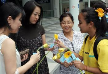 flower-handout-singapore-kindness-group.jpg