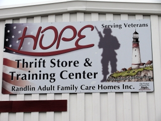 hope-serving-vets-thrift-sign.jpg