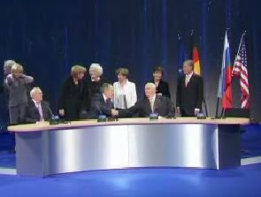 world-leaders-at-desk.jpg