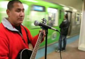 street-musician-chic-tribune.jpg