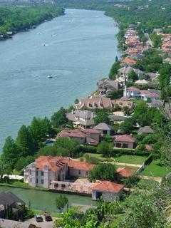 austin-neighborhood-on-river.jpg