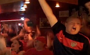 crowd-cheering-bar-usa-fifa.jpg