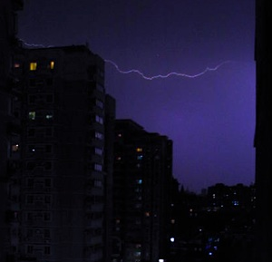 lightening-in-beijing-xpistwv-mfile.jpg