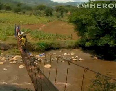 American helps build hanging bridges in Kenya