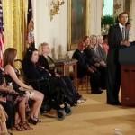 obama-gives-citizens-awards