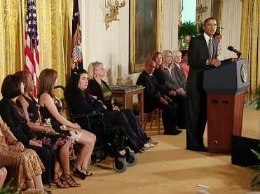 obama-gives-citizens-awards