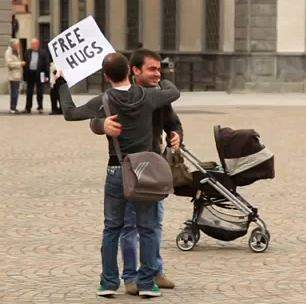 free hugs offered in Italy
