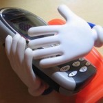 phone-embrace-gloves-xenia-morguefile