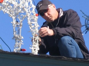Severns installs holiday lights in SF -- goodneighborstories photo