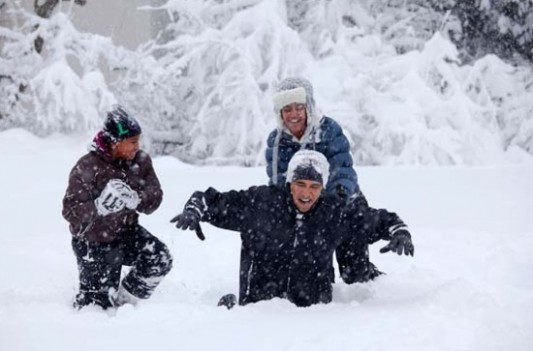 Sweetest Moments From the Obama Years In Photos (2009-2017) 1obama-plays-in-snow-wgirls-WH_533_351_90