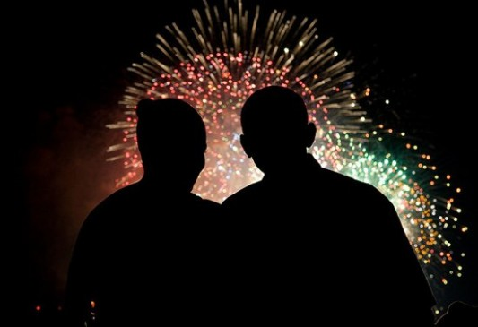 Sweetest Moments From the Obama Years In Photos (2009-2017) 8obamas-july4-fireworks_533_365_90