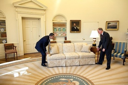 Sweetest Moments From the Obama Years In Photos (2009-2017) G-obama-moves-couch-WH_533_353_90