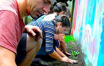Buenos Aires gardeners by jdtornow-flickr