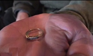 homeless tries to hand in accidental diamond ring