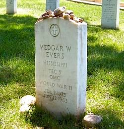 Medgar Evers headstone in Arl. Nat'l Cemetary, Willjay -GNU license