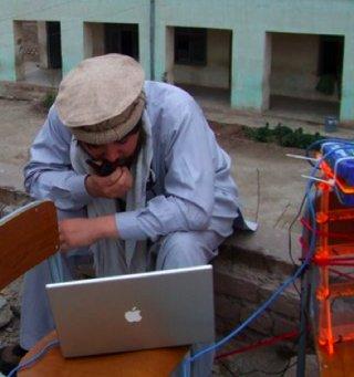 internet-network-homemade-FabFolk-photo-Keith-Berkoben