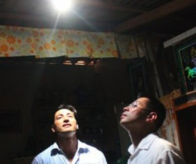 The solar bottle project in the Philippines -MyShelter Foundation photo