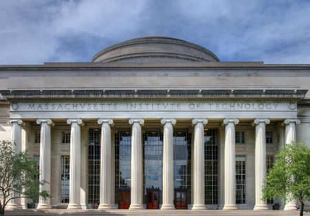 MIT building- Wikimedia Commons photo