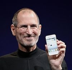 Steve Jobs wit iphone at the premiere
