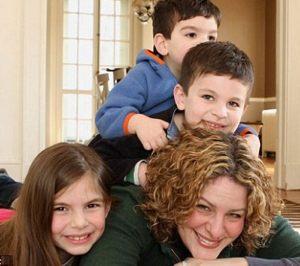 Mom blogger raises Thanksgiving funds