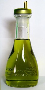Olive oil in bottle -GNU license
