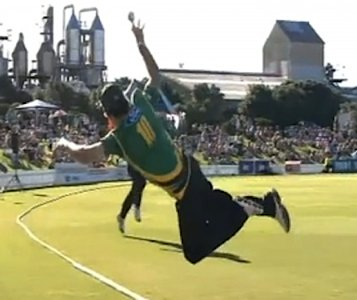 Cricket catch New Zealand - Bevan Small