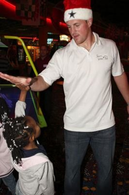 Football star Jason Witten - SCORE Foundation photo