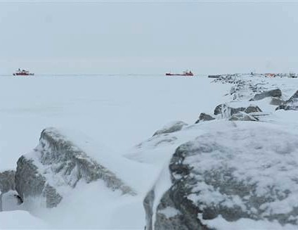 Iced-in Nome Alaska tanker arrives-CoastGuard