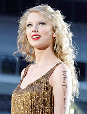 Taylor Swift on her Speak Now Tour - Ronald Woan-CC