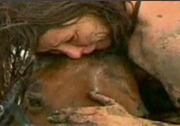 Horse stuck in mud - MSNBC vid