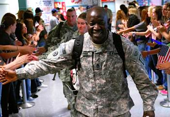 "Soldier returns - FB photo ""Welcome A Hero"" page"