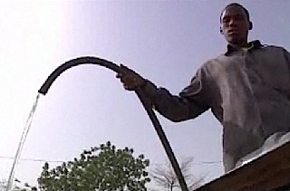 Water hose Africa - UNICEF photo