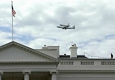 Space Shuttle over WhiteHouse