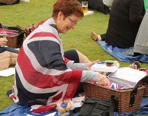 British subjects attend Jubilee picnic-Palace photo