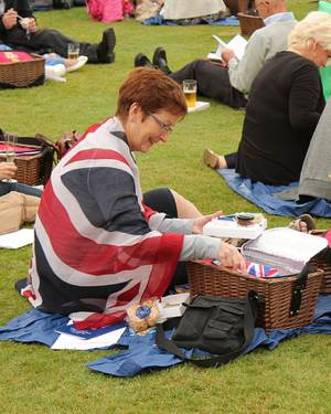 British subjects attend Jubilee picnic-Palace photo