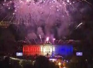 Buckingham Palace lit by fireworks for the Jubilee