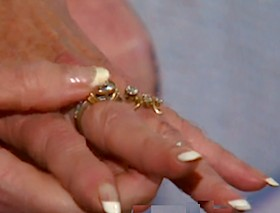 diamond rings on finger-9Newsvideo